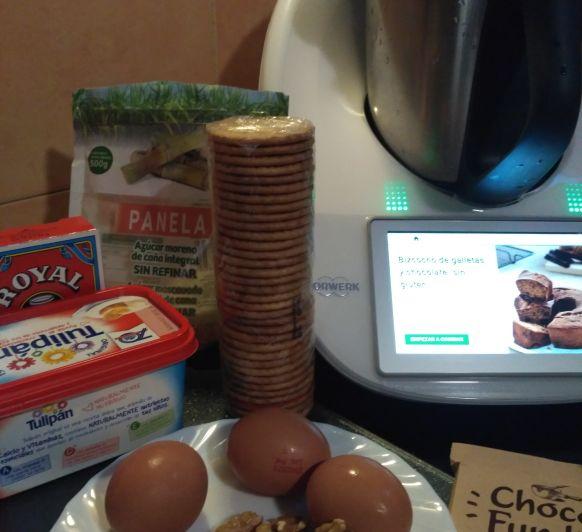 BIZCOCHO de galletas y chocolate con NUECES Y PASAS