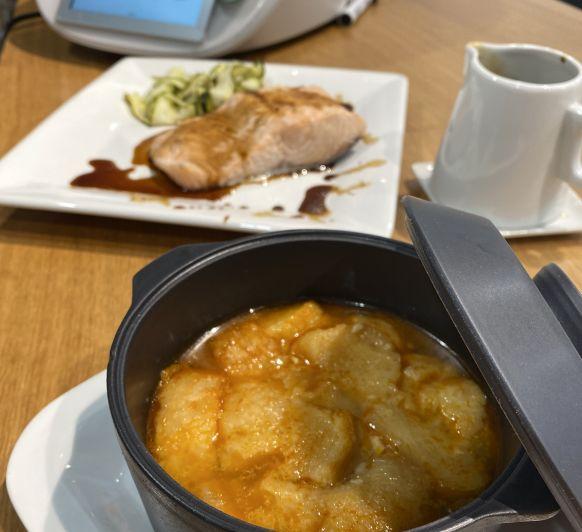 Menú. Sopa de ajo. Salmón con salsa de balsámico y zoodles de calabacín.